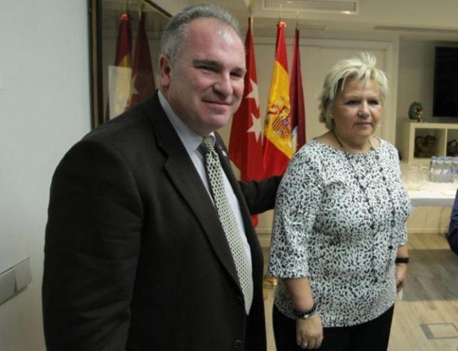 Alfonso Sánchez y Ángeles Pedraza, juntos en una rueda de prensa en...