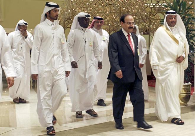 Llegada del ministro de Energía de Bahrain, Abdul Hussain bin Ali...