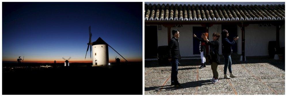 Las esculturas de Don Quijote y Dulcinea pueden verse entre los molinos en Mota del Cuervo. A la derecha, varios turistas se hacen fotos en la posada de Puerto Lápice donde pudo inspirarse la escena en la que Don Quijote fue nombrado caballero.