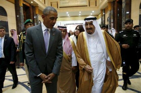 Barack Obama, con el rey de Arabia Saudí, Salman bin Abdulaziz, en el...