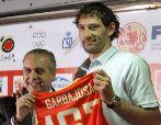 Garbajosa y Sáez, durante el acto de retirada del jugador de la...
