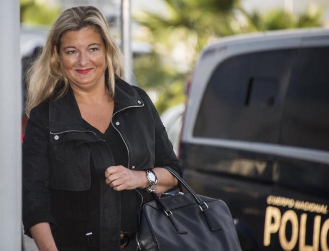 La abogada de Manos Limpias, Virginia López Negrete, llega al juicio...