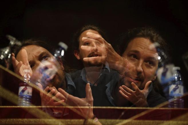 Multiexposición en cámara de Pablo Iglesias, hoy en la Facultad de...