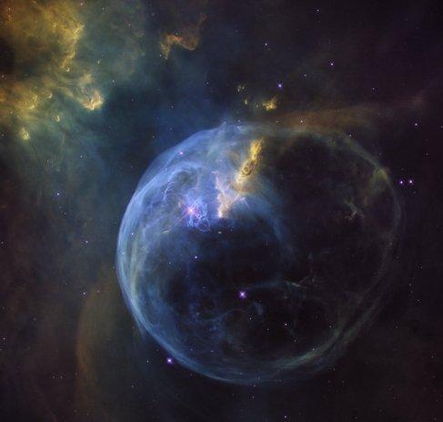 Bubble Nebula se encuentra a 8.000 años luz, en Casiopea.