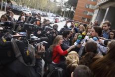 Pablo Iglesias, rodeado de periodistas, en la presentación de un...