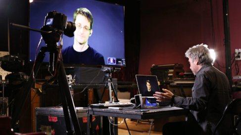 Edward Snowden, mantiene una videoconferencia con el músico francés...