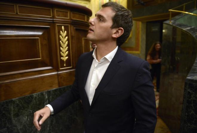 Albert Rivera se dirige a su escaño en el Congreso de los Diputados.
