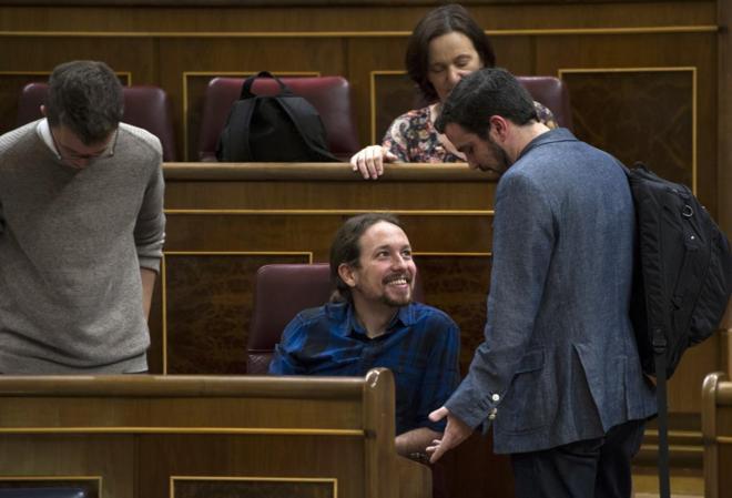 Pablo Iglesias con Alberto Garzón, en el Congreso de los Diputados.