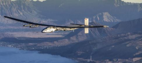 El avión solar 'Impulse' mientras sobrevolaba Hawai.