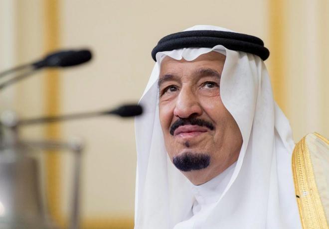 El rey saudí, Salman bin Abdelaziz, en su visita al Parlamento del El...
