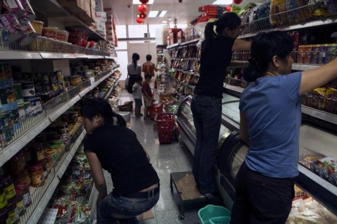 Por qué los chinos te vigilan en sus bazares y otros ocho misterios sobre  estas tiendas 8773be8bc30a