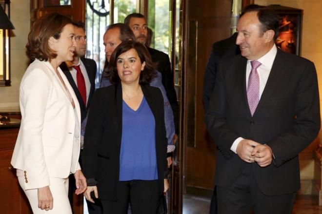 La alcaldesa de Logroño, Concepción Gamarra, acompañada por la...