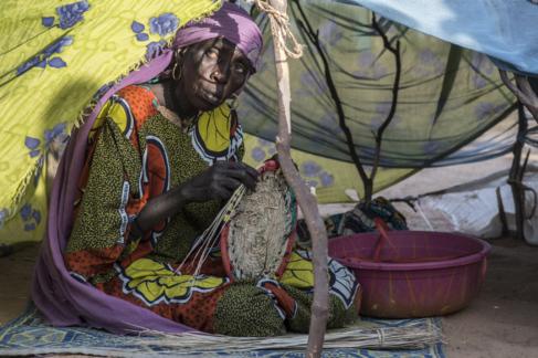 Una mujer se refugia en Gueskerou, a 35 kilómetros al este de Diffa.