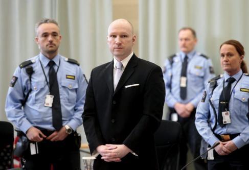 El ultraderechista Anders Behring Breivik durante el juicio en la...