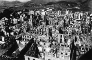 Una imagen del bombardeo de Gernika ocurrido en 1937.