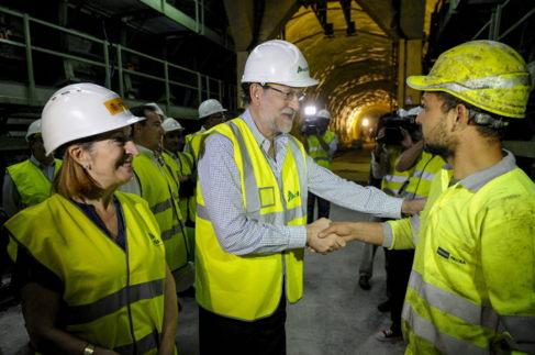 Mariano Rajoy, junto a Ana Pastor, en una visita a las obras.
