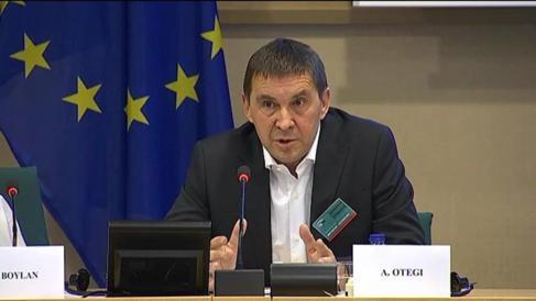 Arnaldo Otegi, ayer, durante su intervención en Bruselas.