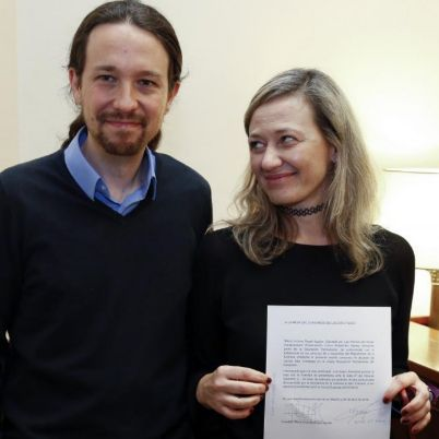 Victoria Rosell, junto a Pablo Iglesias, presenta su renuncia como...