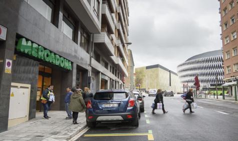 Entrada al nuevo supermercado de Mercadona en Bilbao