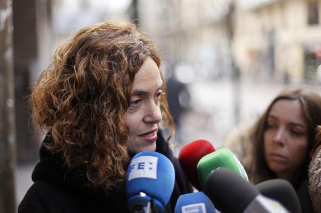 Meritxell Batet responde a la prensa antes de una reunión en la sede...