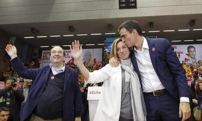 Miquel Iceta, Carme Chacón y Pedro Sánchez, en la campaña de las...