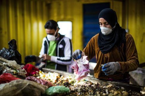 Sabha Ramah en la planta de basuras de Gazzeh en la que trabaja.