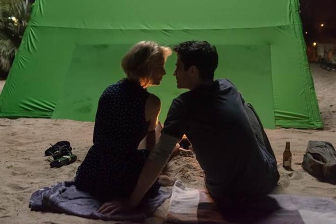 Belén Rueda y Chino Darín, en el rodaje de 'La embajada'.