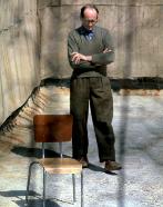 El nazi Adolf Eichmann espera en la prisión de Ramle (Israel) a ser...