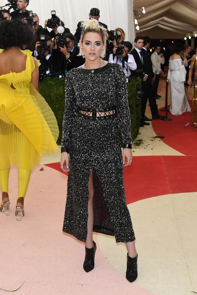 La actriz Kristen Stewart, siempre con un estilo lo más alejado...