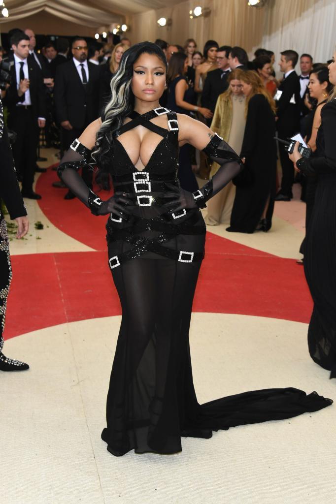 La rapera Nicki Minaj sorprendió con su atrevido modelo.