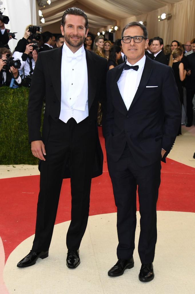 El actor Bradley Cooper posa con el director David O. Russell.