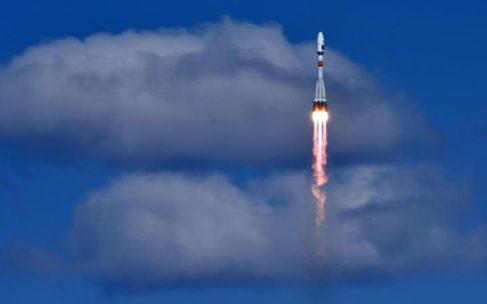 El cohete Soyuz lanzado desde el cosmódromo Vostochni.