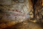 Los discos rojos en la cueva de El Castillo en Puente Viesgo...