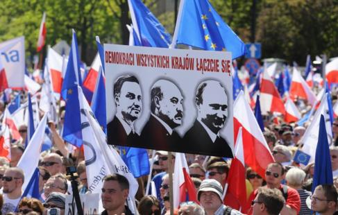 Imagen de las calles de Varsovia durante la protesta de este sábado.