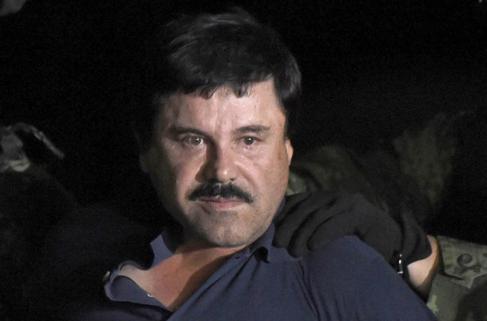 Joaquín 'El Chapo' Guzmán, en el aeropuerto de México DF...