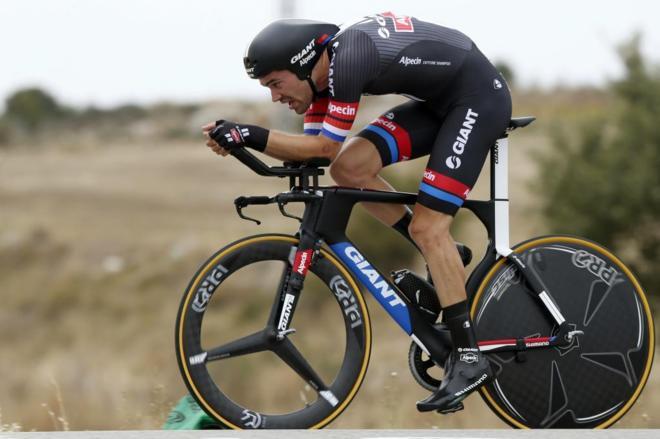 El ciclista holandés del equipo Giant, Tom Dumoulin, en la Vuelta de...