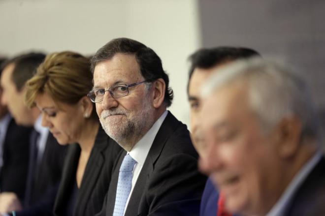 El presidente en funciones, Mariano Rajoy, ayer en la Junta Directiva...