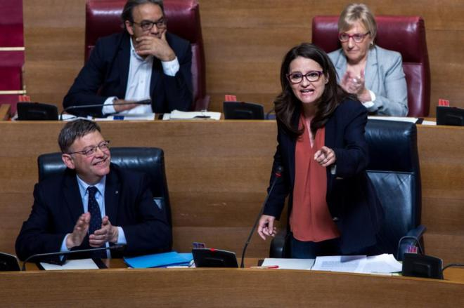 El presidente de la Generalitat Valenciana, Ximo Puig, aplaude a la...