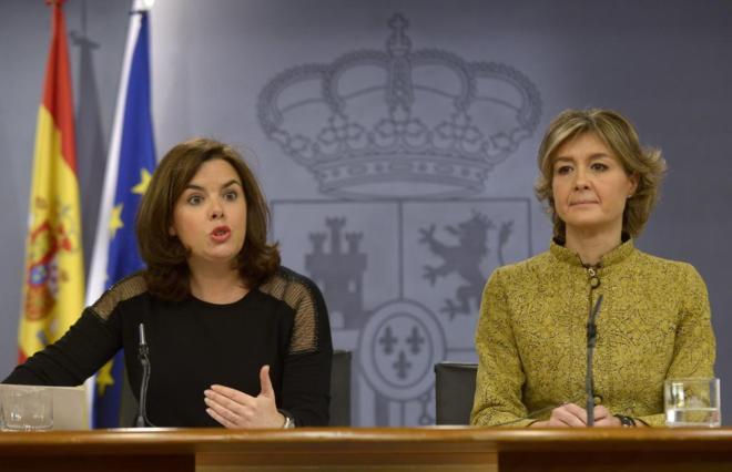 Soraya Sáenz de Santamaría e Isabel García Tejerina, en rueda de...