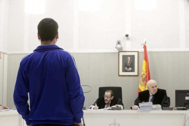 Vicente Egurcegui Ortiz (de espaldas), durante el juicio en la...