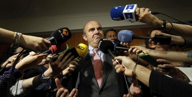 El ministro de Economía en funciones, Luis de Guindos, durante el...