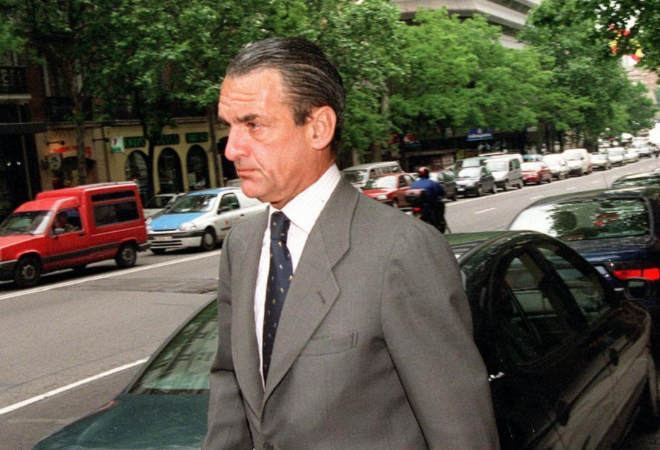 El ex presidente de Banesto, a su salida de la Audiencia Nacional tras...
