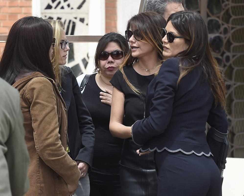 Ivonne Reyes, durante el entierro de su hermano David.