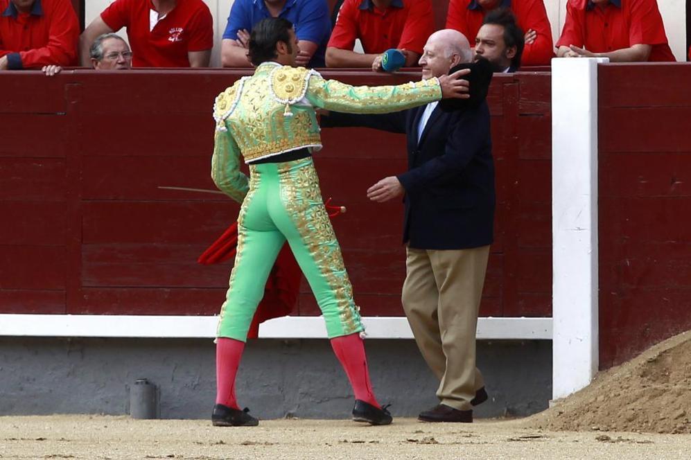 David Mora brindó el toro de su regreso a Las Ventas al médico que...