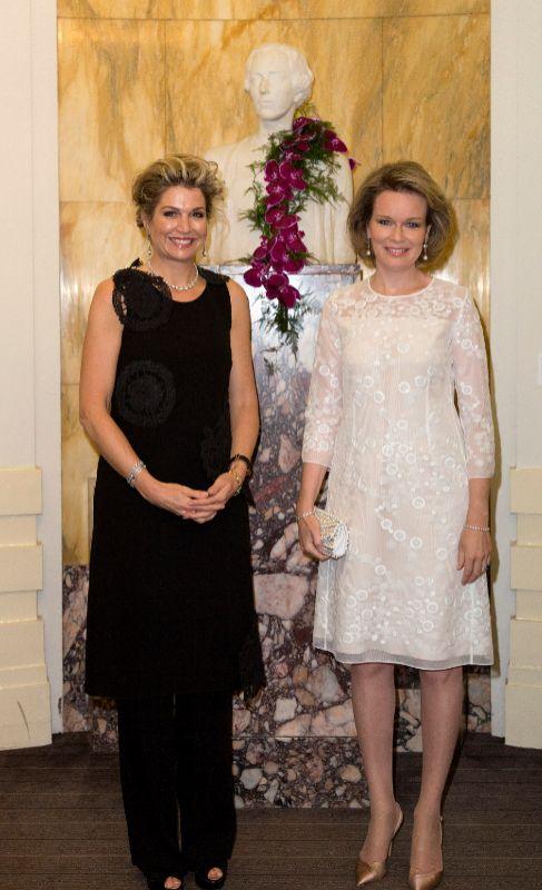 La reina Máxima de Holanda y Matilde de Bélgica han presidido un...