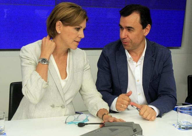 Dolores de Cospedal con vicesecretario general del PP, Fernando...