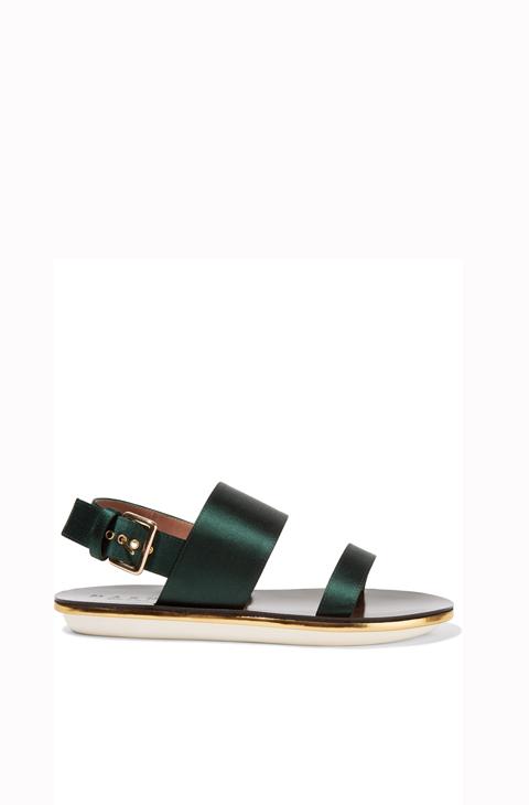 Sandalias de piel y satén (415 euros), de Marni, disponibles en The...