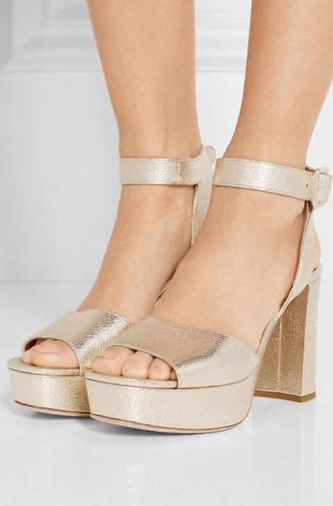8cd7f4d316 'Metallic textured-leather platform sandals (525 euros), de Miu Miu.