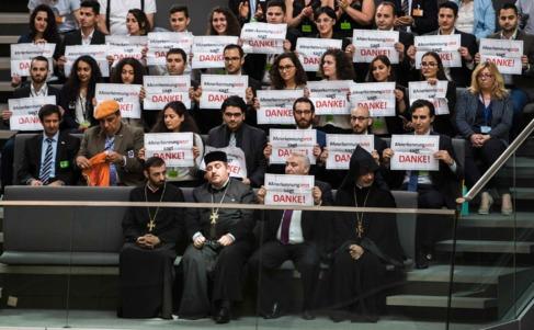 Religiosos armenios y activistas muestra su agradecimiento al...