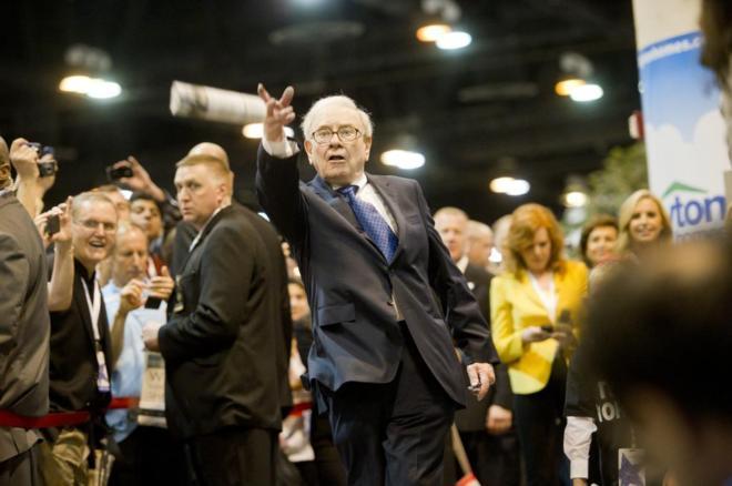 Warren Buffett, uno de los magnates de la prensa norteamericana, lanza...